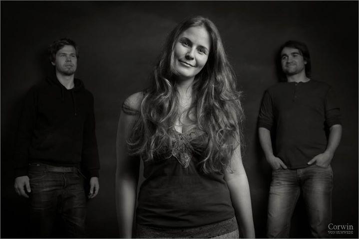 Milda, Galerie Plinz // Nadine Maria Schmidt & Frühmorgens am Meer (Trio)