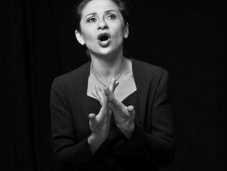 """Asita Djavadi singt Piaf: """"Ich schlüpfe in Kostüme und Rollen, trage eine Maske und kann diese Hüllen nur authentisch zum Leben erwecken, wenn ich nicht spiele, sondern bin."""""""